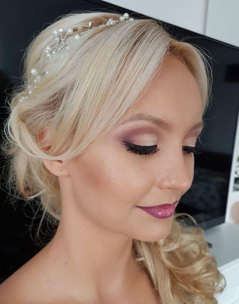 Ariana mireasa