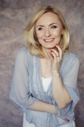 iza-petronia-makeup-artist