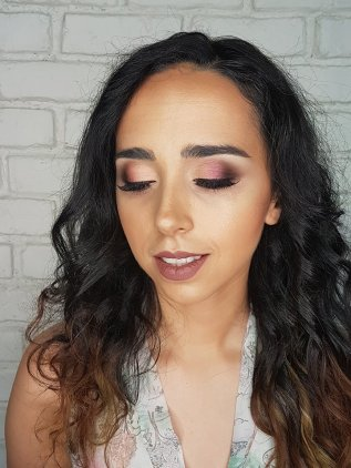 Corina-petronia-makeup